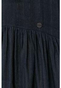 Superdry - Sukienka. Kolor: niebieski. Materiał: tkanina. Wzór: gładki. Typ sukienki: rozkloszowane