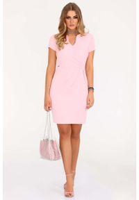 Merribel - Różowa Wizytowa Sukienka z Krótkim Rękawem. Kolor: różowy. Materiał: poliester. Długość rękawa: krótki rękaw. Styl: wizytowy