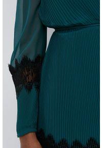 TwinSet - Twinset - Sukienka. Kolor: zielony. Materiał: tkanina, koronka. Długość rękawa: długi rękaw. Typ sukienki: plisowane, rozkloszowane