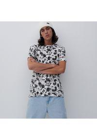 Reserved - T-shirt z Myszką Miki - Kremowy. Kolor: kremowy