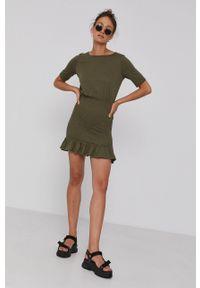 Jacqueline de Yong - Sukienka. Okazja: na co dzień. Kolor: zielony. Materiał: dzianina. Długość rękawa: krótki rękaw. Typ sukienki: proste. Styl: casual