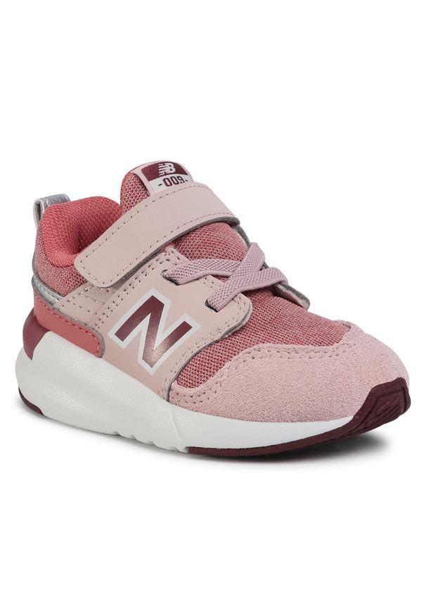 Różowe półbuty New Balance na spacer, na rzepy, z cholewką