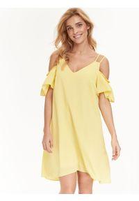 Żółta sukienka TOP SECRET z odkrytymi ramionami, na lato, z dekoltem w serek, na ramiączkach