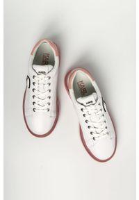 Białe sneakersy Karl Lagerfeld z okrągłym noskiem, z cholewką, na sznurówki