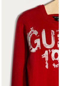 Czerwony sweter Guess Jeans z nadrukiem, casualowy, z okrągłym kołnierzem, na co dzień