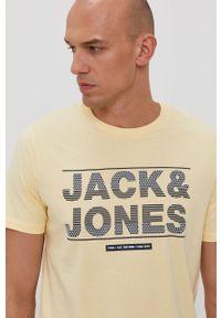 Żółty t-shirt Jack & Jones casualowy, z nadrukiem, na co dzień