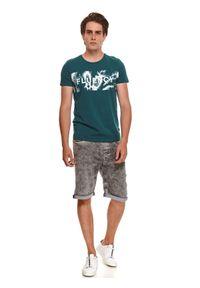 TOP SECRET - T-shirt z nadrukiem. Kolor: zielony. Materiał: bawełna, tkanina. Długość rękawa: krótki rękaw. Długość: krótkie. Wzór: nadruk. Styl: wakacyjny, klasyczny