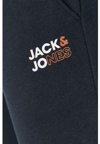 Jack & Jones - Spodnie. Okazja: na co dzień. Kolor: niebieski. Materiał: dzianina. Styl: casual