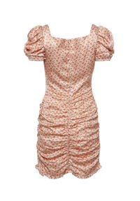 DOLLINA - Marszczona sukienka z kwiatowym printem Mariposa. Kolor: beżowy. Materiał: wiskoza, satyna. Wzór: kwiaty, nadruk. Długość: mini