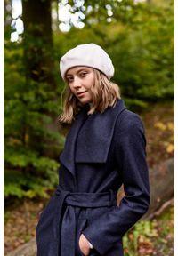Marie Zélie - Płaszcz wełniany Adela granatowy. Kolor: niebieski. Materiał: wełna. Długość rękawa: długi rękaw. Długość: krótkie. Wzór: motyw zwierzęcy. Sezon: zima #3