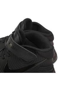 Nike - Buty NIKE - Team Hustle D 9 Flyease (Gs) Black/Black/Dk Smoke Grey/Volt. Okazja: na uczelnię, na spacer, na co dzień. Zapięcie: rzepy. Kolor: czarny. Materiał: skóra, skóra ekologiczna, materiał. Szerokość cholewki: normalna. Styl: casual