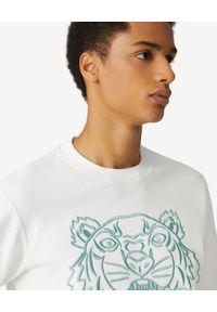 Kenzo - KENZO - Bawełniana bluza z haftowanym tygrysem. Kolor: biały. Materiał: bawełna. Długość rękawa: długi rękaw. Długość: długie. Wzór: haft. Styl: klasyczny
