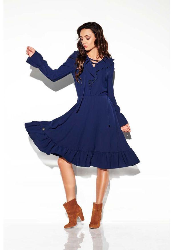 Lemoniade - Granatowa Sukienka w Stylu Boho ze Sznurowanym Dekoltem. Kolor: niebieski. Materiał: wiskoza, poliester. Styl: boho
