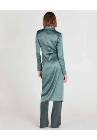Patrizia Pepe - PATRIZIA PEPE - Zielona sukienka szmizjerka midi. Kolor: zielony. Materiał: wiskoza, satyna. Długość rękawa: długi rękaw. Wzór: aplikacja. Typ sukienki: szmizjerki. Długość: midi