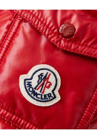 MONCLER - Czerwona kurtka Desirade. Kolor: czerwony. Materiał: materiał, puch
