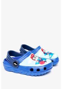 Casu - Niebieskie klapki piankowe basenowe z ozdobą casu 6326. Kolor: niebieski. Wzór: aplikacja