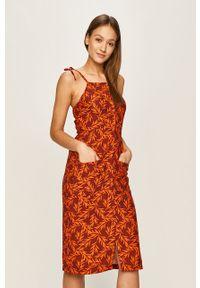 Pomarańczowa sukienka Glamorous midi, na co dzień, casualowa, prosta