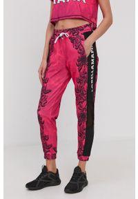 LABELLAMAFIA - LaBellaMafia - Spodnie. Kolor: różowy