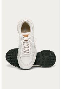 Białe sneakersy vagabond z okrągłym noskiem, na sznurówki