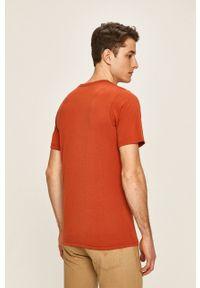 columbia - Columbia - T-shirt. Okazja: na co dzień. Kolor: czerwony. Materiał: dzianina, skóra. Styl: casual