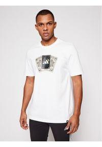 Adidas - adidas T-Shirt Tarot Badge of Sport Graphic GN8179 Biały Regular Fit. Kolor: biały. Styl: sportowy