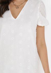 Born2be - Biała Sukienka Nepherope. Typ kołnierza: dekolt w serek. Kolor: biały. Materiał: tkanina. Wzór: haft. Długość: mini
