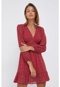 Pepe Jeans - Sukienka Camelia. Kolor: czerwony. Materiał: tkanina. Typ sukienki: rozkloszowane