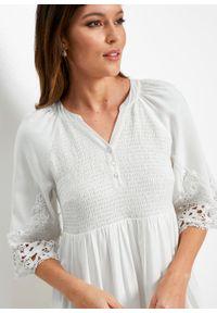 Sukienka szmizjerka z wiskozy z koronką bonprix biel wełny. Kolor: biały. Materiał: wiskoza, koronka, wełna. Wzór: koronka. Typ sukienki: szmizjerki