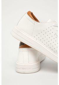Białe sneakersy GANT na sznurówki, z okrągłym noskiem