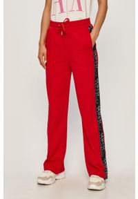 Czerwone spodnie dresowe Armani Exchange z aplikacjami