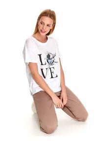TOP SECRET - T-shirt krótki rękaw damski z nadrukiem. Okazja: na co dzień. Kolor: biały. Materiał: tkanina, bawełna. Długość rękawa: krótki rękaw. Długość: krótkie. Wzór: nadruk. Sezon: wiosna. Styl: wakacyjny, casual, klasyczny