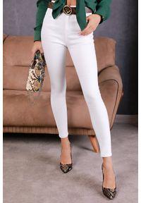 Białe jeansy IVET w kolorowe wzory
