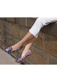 Zapato - kolorowe baleriny w szpic - skóra naturalna - model 045 - kolor motyl. Zapięcie: bez zapięcia. Materiał: skóra. Wzór: kolorowy. Obcas: na obcasie. Styl: klasyczny. Wysokość obcasa: średni