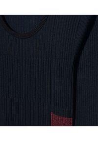 Kenzo - KENZO - Granatowa sukienka midi. Kolor: niebieski. Materiał: dzianina. Długość rękawa: długi rękaw. Wzór: geometria, aplikacja. Długość: midi