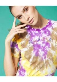 Manila Grace - MANILA GRACE - Bawełniany t-shirt tie dye. Kolor: wielokolorowy, fioletowy, różowy. Materiał: bawełna