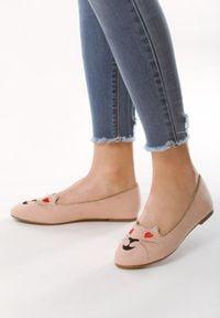 Born2be - Różowe Balerinki Lovely Kitty. Nosek buta: okrągły. Zapięcie: bez zapięcia. Kolor: różowy. Materiał: skóra, materiał. Szerokość cholewki: normalna. Wzór: motyw zwierzęcy, aplikacja. Obcas: na obcasie. Wysokość obcasa: niski
