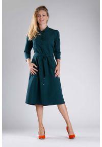 Nommo - Zielona Elegancka Szmizjerka z Rękawem 3/4. Kolor: zielony. Materiał: wiskoza, poliester. Typ sukienki: szmizjerki. Styl: elegancki
