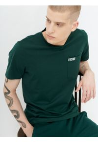 outhorn - T-shirt z nadrukiem męski. Okazja: na co dzień. Materiał: bawełna, jersey, dzianina, materiał. Wzór: nadruk. Styl: casual