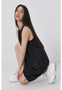 Superdry - Sukienka. Okazja: na co dzień. Kolor: czarny. Materiał: tkanina. Wzór: gładki. Typ sukienki: proste. Styl: casual