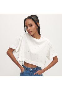 Reserved - Krótki t-shirt z bawełny organicznej - Kremowy. Kolor: kremowy. Materiał: bawełna. Długość: krótkie