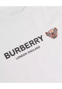 BURBERRY CHILDREN - Biała koszulka z logo i misiem 4-14 lat. Okazja: na co dzień. Kolor: biały. Materiał: bawełna. Wzór: napisy, kratka, nadruk. Sezon: lato. Styl: klasyczny, casual #4