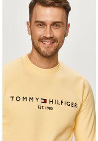 TOMMY HILFIGER - Tommy Hilfiger - Bluza. Okazja: na co dzień. Kolor: żółty. Materiał: bawełna, dzianina. Wzór: aplikacja. Styl: casual