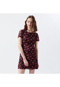 Czarna sukienka Cropp w kwiaty, mini