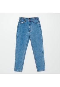 Cropp - Jeansy mom - Niebieski. Kolor: niebieski