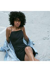 Reserved - Sukienka na ramiączkach - Czarny. Kolor: czarny. Długość rękawa: na ramiączkach