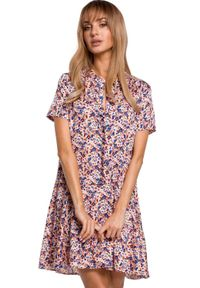 MOE - Trapezowa sukienka w kwiaty z falbaną. Materiał: tkanina, materiał, elastan. Wzór: kwiaty. Typ sukienki: trapezowe. Długość: mini