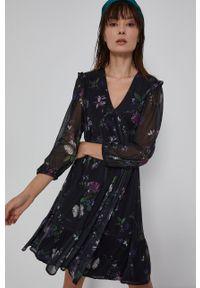 medicine - Medicine - Sukienka Poetic Garden. Okazja: na co dzień. Kolor: czarny. Materiał: tkanina. Typ sukienki: proste. Styl: casual