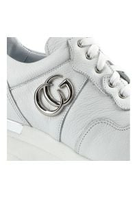Karino - Sneakersy KARINO 3711/010-P Biały. Kolor: biały