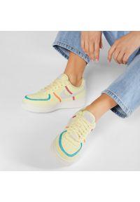 Żółte półbuty Nike na płaskiej podeszwie, z cholewką