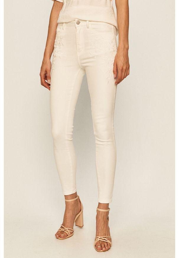 Białe jeansy Vila w kolorowe wzory